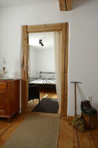 """Ferienwohnung Stube im Landhausstil mit Blick ins Schlafzimmer """"Morgensonne"""""""